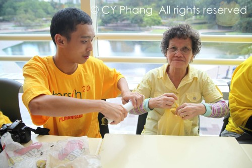 There is Auntie Bersih, there is also Auntie PAB (for Public Assembly Bill)...Came alone all the way from Kepong in yellow shirt, yellow water container and yellow plastic bag! Kudos to her! Seen here with Sum, friend of my friend, Linus